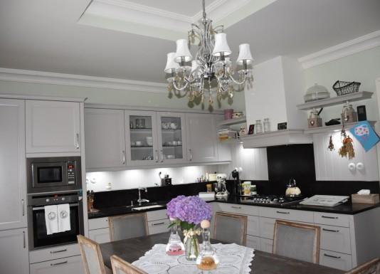 Rekonstrukce kuchyně v olomoucké prvorepublikové vile. Pro tuto příležitost jsme zvolili kvalitní německou kuchyni Schüller.